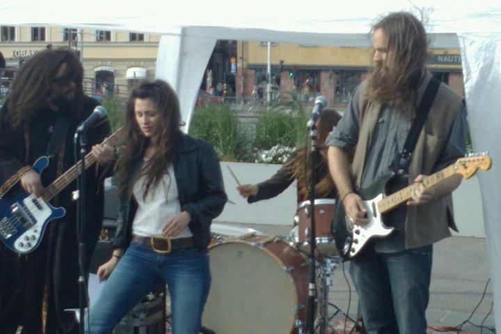 Bra rockband och fin sångerska